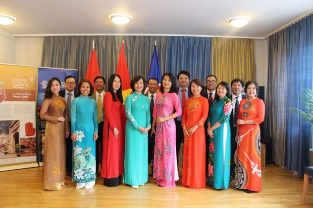 Vietnamese embassies mark anniversary of diplomatic sector, National Day hinh anh 1