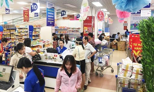 Businesses pitch in to ease financial pressure on consumers amid COVID-19 hinh anh 1