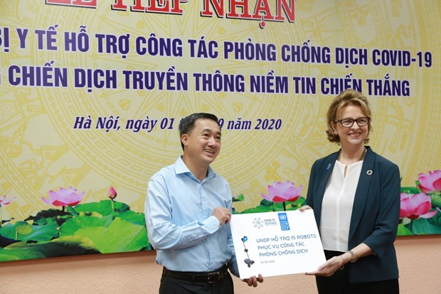 Health Ministry receives donated medical supplies for COVID-19 fight hinh anh 1