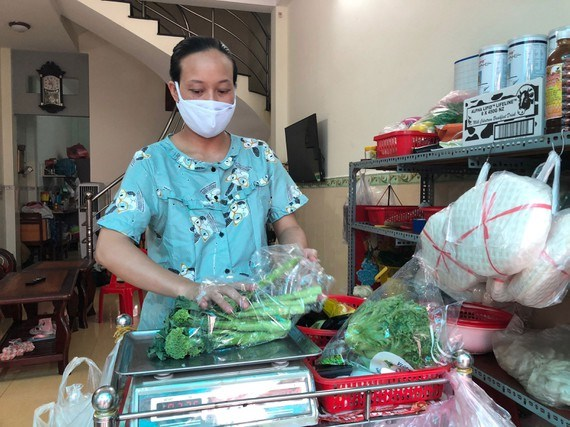 Farmers begin to sell directly to consumers online hinh anh 1