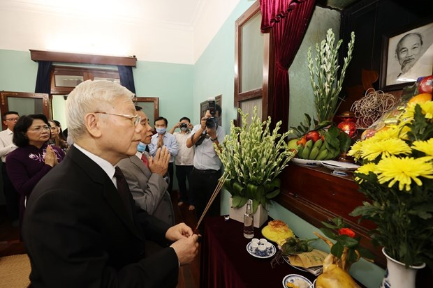 Top leader pays respect to late President Ho Chi Minh hinh anh 1