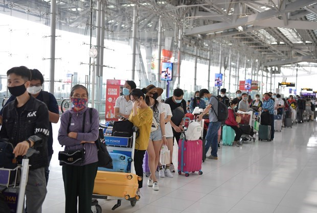 Over 340 Vietnamese citizens return home from Thailand hinh anh 1