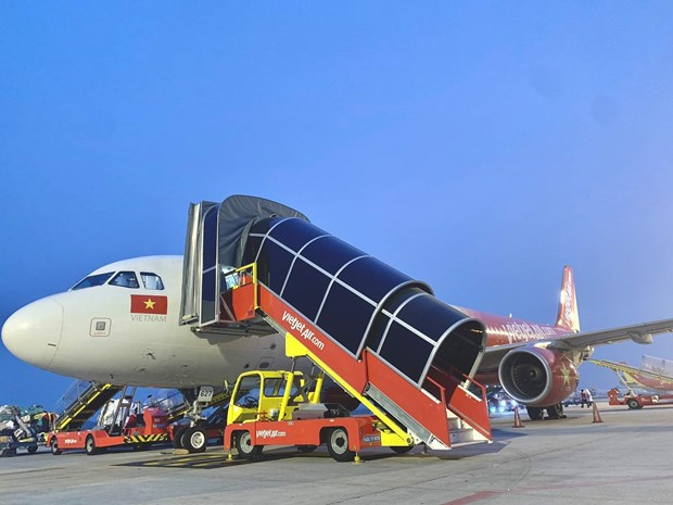 Vietjet kicks off self-handling ground operations hinh anh 2