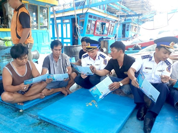 Ba Ria-Vung Tau fishermen instal modern facilities in boats to ensure safety hinh anh 1