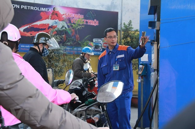 Petrol prices down in latest review hinh anh 1
