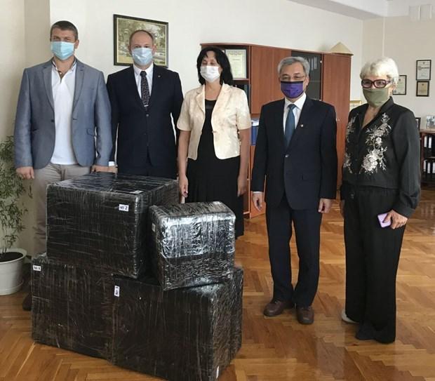 Ambassador visits Kiev-based high school named after President Ho Chi Minh hinh anh 1