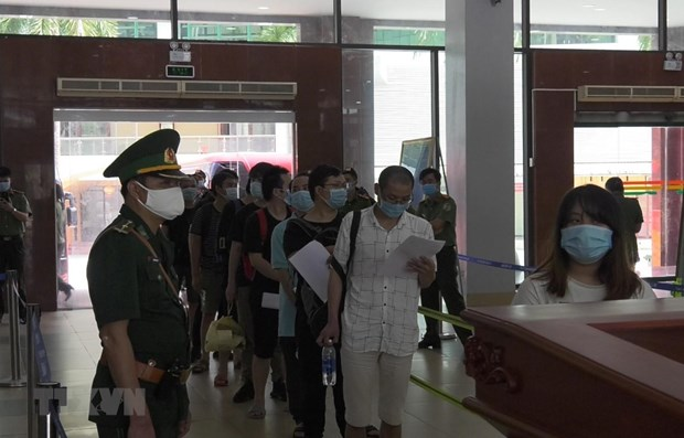 113 illegal Chinese migrants returned via Lao Cai int'l border gate hinh anh 1