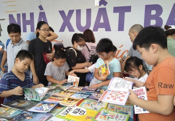 Reading culture still not flourishing, despite growth in book titles hinh anh 1