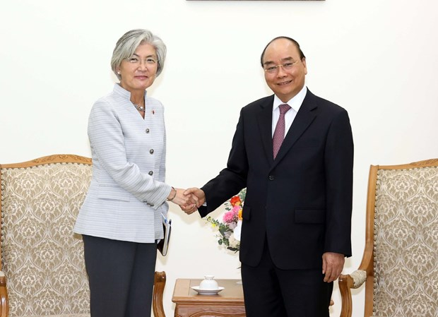 Prime Minister receives RoK Foreign Minister hinh anh 1