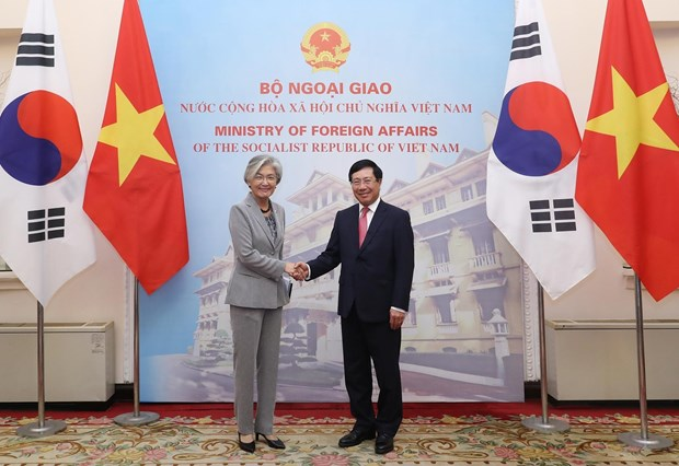 Deputy PM, FM Minh holds talks with RoK FM hinh anh 1
