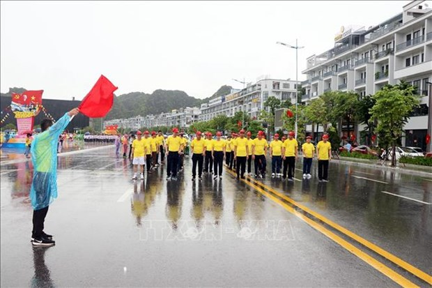 Over 2,200 people take part in Quang Ninh's Olympic Run Day for Public Health hinh anh 1