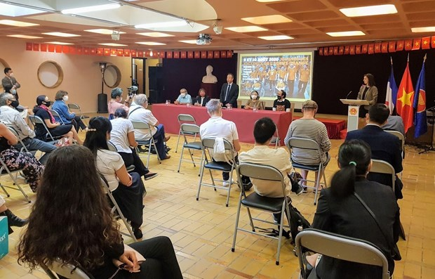 Young Vietnamese expats in France work to support AO/dioxin victims hinh anh 1