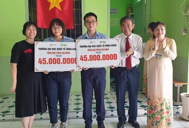 Universities offer assistance to students as tuition fees increase hinh anh 1