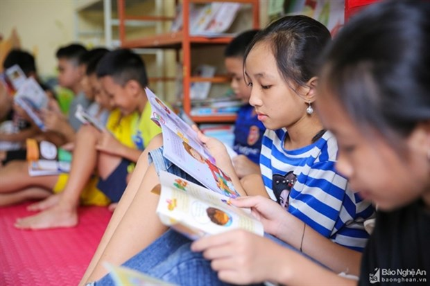 Summer libraries welcome 7,000 children in Nghe An hinh anh 1