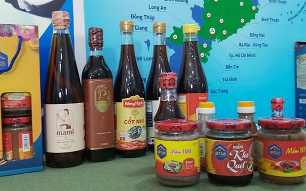 Traditional fish sauce exporters should focus on packaging: experts hinh anh 1
