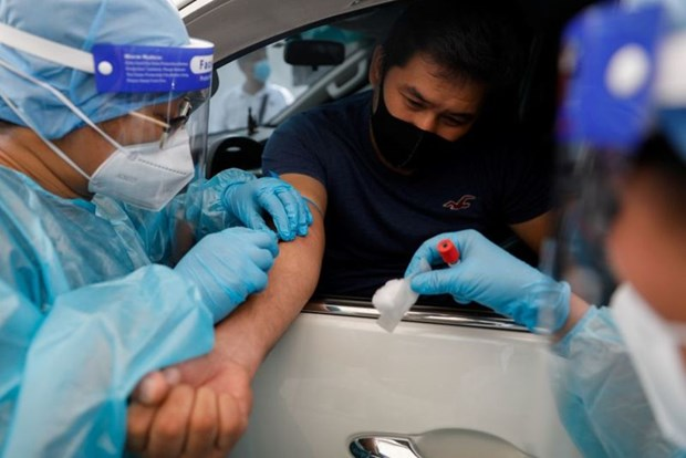 Philippines loosens overseas travel ban on medical workers hinh anh 1