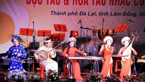 Traditional instrument solo and orchestra contest held in five cities hinh anh 1