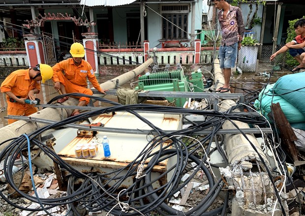 Personnel mobilised to handle storm damage hinh anh 1