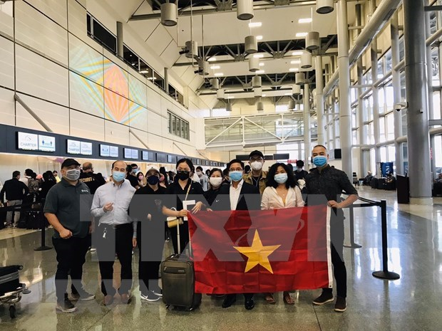 Repatriation flight brings home more Vietnamese from Australia, New Zealand hinh anh 1