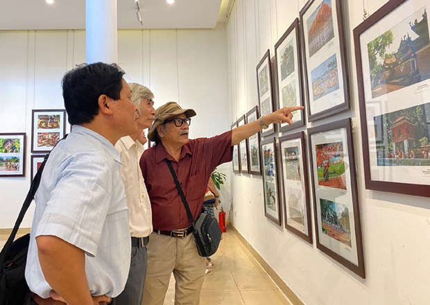 Photo exhibition on Hanoi opens hinh anh 1