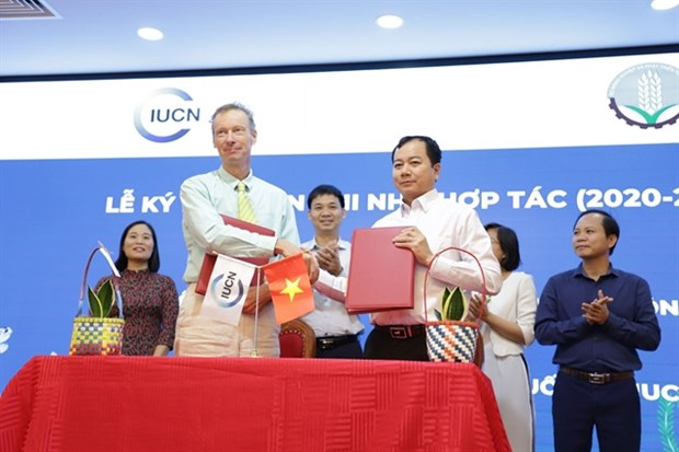 Gov't joins hands with int'l oganisations to tackle ocean plastic pollution hinh anh 1