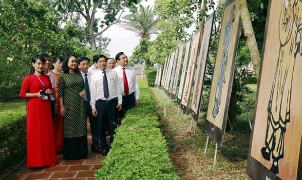 Birth anniversary of great poet Nguyen Du celebrated hinh anh 1