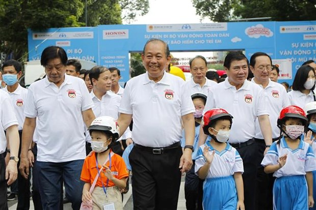 Deputy PM calls for more children wearing helmets hinh anh 1