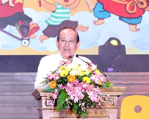 Deputy PM presents gifts to children ahead of Mid-Autumn Festival hinh anh 1