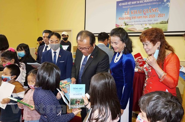 Vietnamese language classes maintained in Czech Republic despite pandemic hinh anh 1