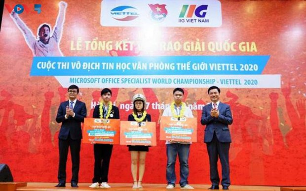 Vietnamese students to compete at Microsoft Office World Champs hinh anh 1