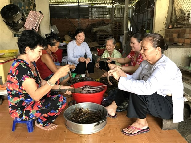 Vinh Long Acupuncture Association helps needy people hinh anh 1
