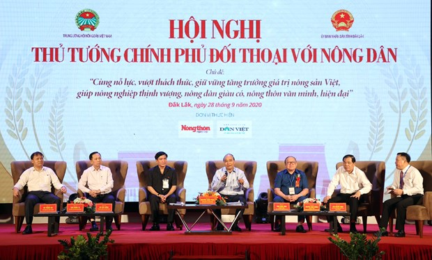 PM holds dialogue with central, Central Highlands farmers hinh anh 1