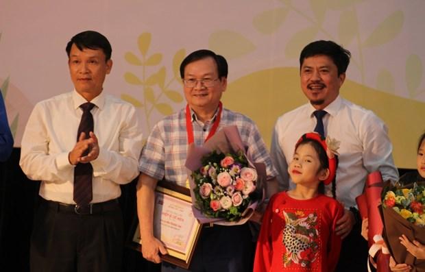 De Men arts awards for children find winners hinh anh 1