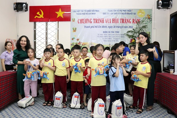 Host of activities for disadvantaged kids in HCM City during Mid-Autumn Festival hinh anh 1