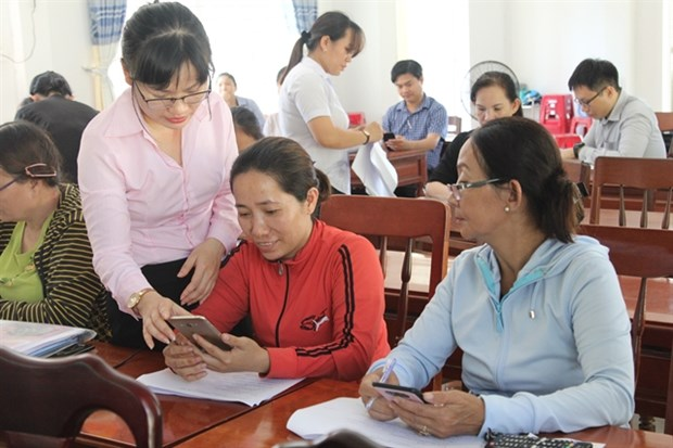 Mobile banking helps the poor access financial services hinh anh 1