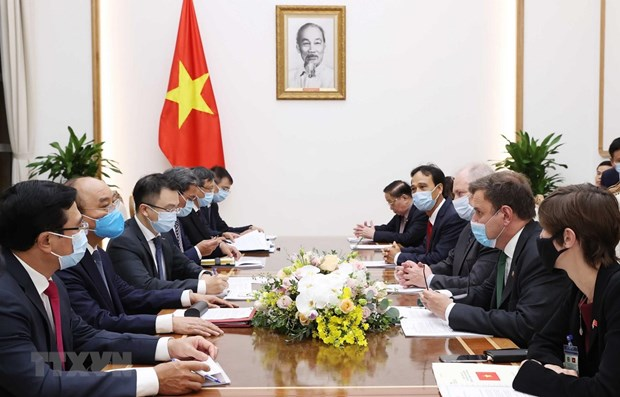 PM Nguyen Xuan Phuc hosts UK Minister of State for Trade Policy hinh anh 1
