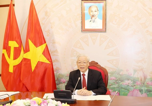 Top leaders of Vietnam, China agree to step up result-oriented cooperation hinh anh 1