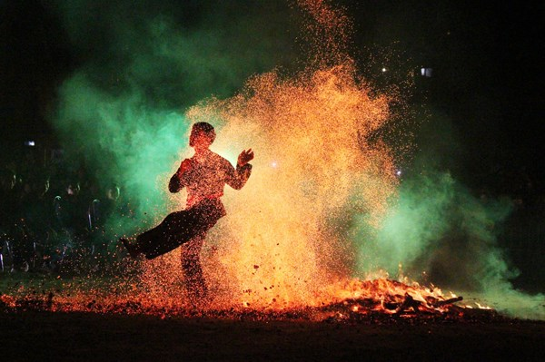 Fire-jumping ceremony of Red Dao ethnic group becomes national intangible heritage hinh anh 1