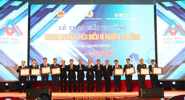 Eight businesses awarded for treatment of employees hinh anh 1