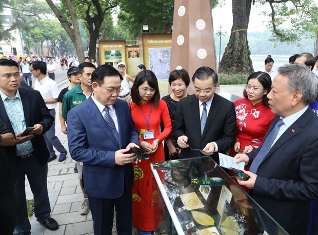 Exhibition spotlights Hanoi's historical milestones hinh anh 1