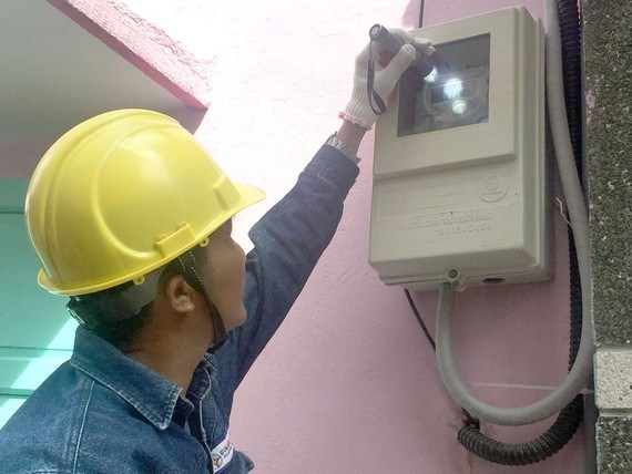 EVNHCMC to complete installation of electronic meters next year hinh anh 1