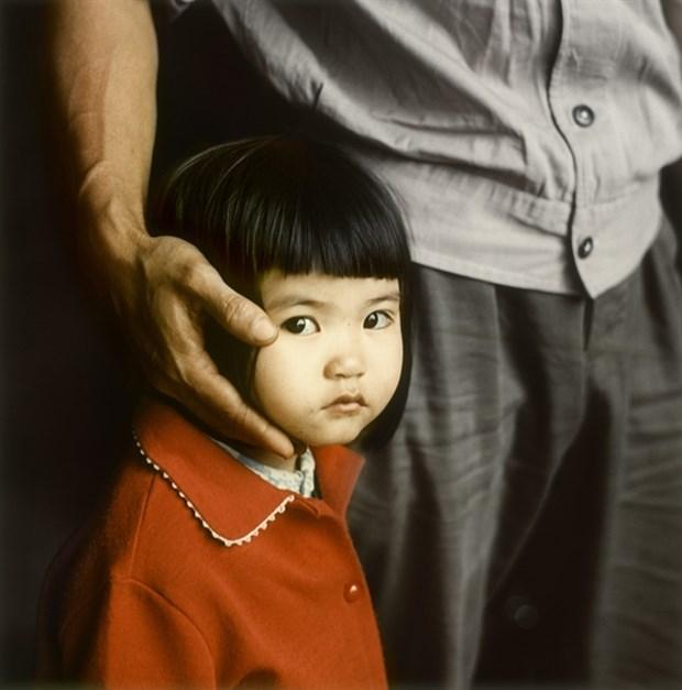 Exhibition features photos of Hanoi half a century ago hinh anh 1