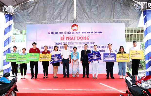 HCM City launches month for the poor hinh anh 1
