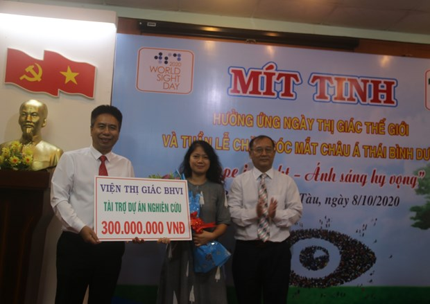 Meeting marks World Sight Day, Asia-Pacific Eye Care Week hinh anh 1