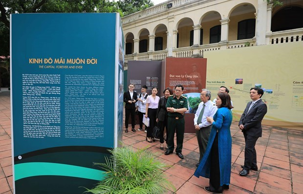 Exhibition on 1010th anniversary of Thang Long – Hanoi underway in capital city hinh anh 1
