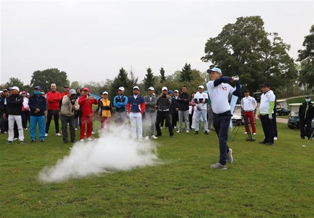 Friendly golf tourney marks 45th year of Vietnam-Germany ties hinh anh 1