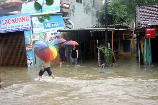 Severe flooding leaves 18 dead, 14 missing in central Vietnam hinh anh 1