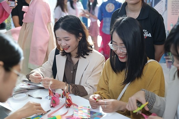 Event invites tourists to experience Korean tourism hinh anh 1