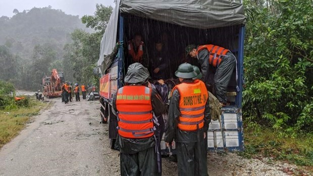 All-out efforts to search for missing people at hydropower plant landslide hinh anh 1