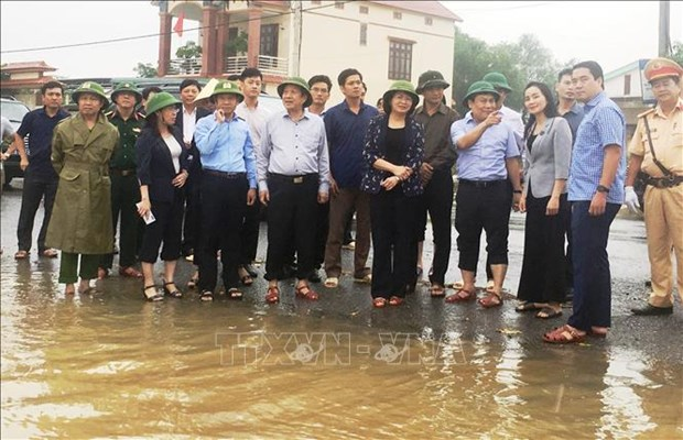 Vice President presents gifts to flood victims in Quang Binh province hinh anh 1